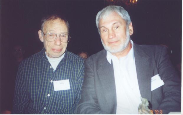Робърт Шекли и Генадий Прашкевич в Киев: двамата гледат в камерата