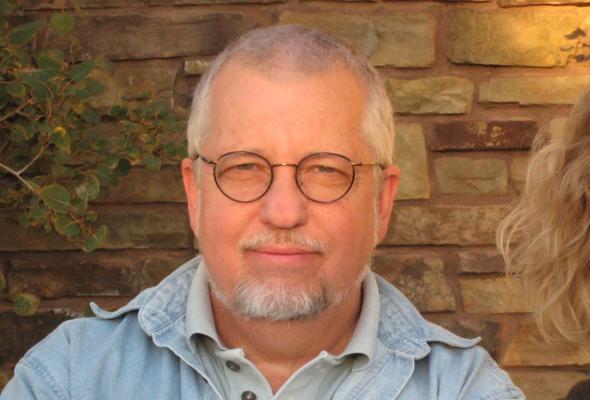 Личности: Дан Симънс (представен от Коста Сивов)