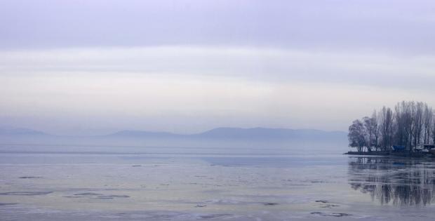 Под повърхността на замръзналото езеро, от Герасим Симеонов (разказ)