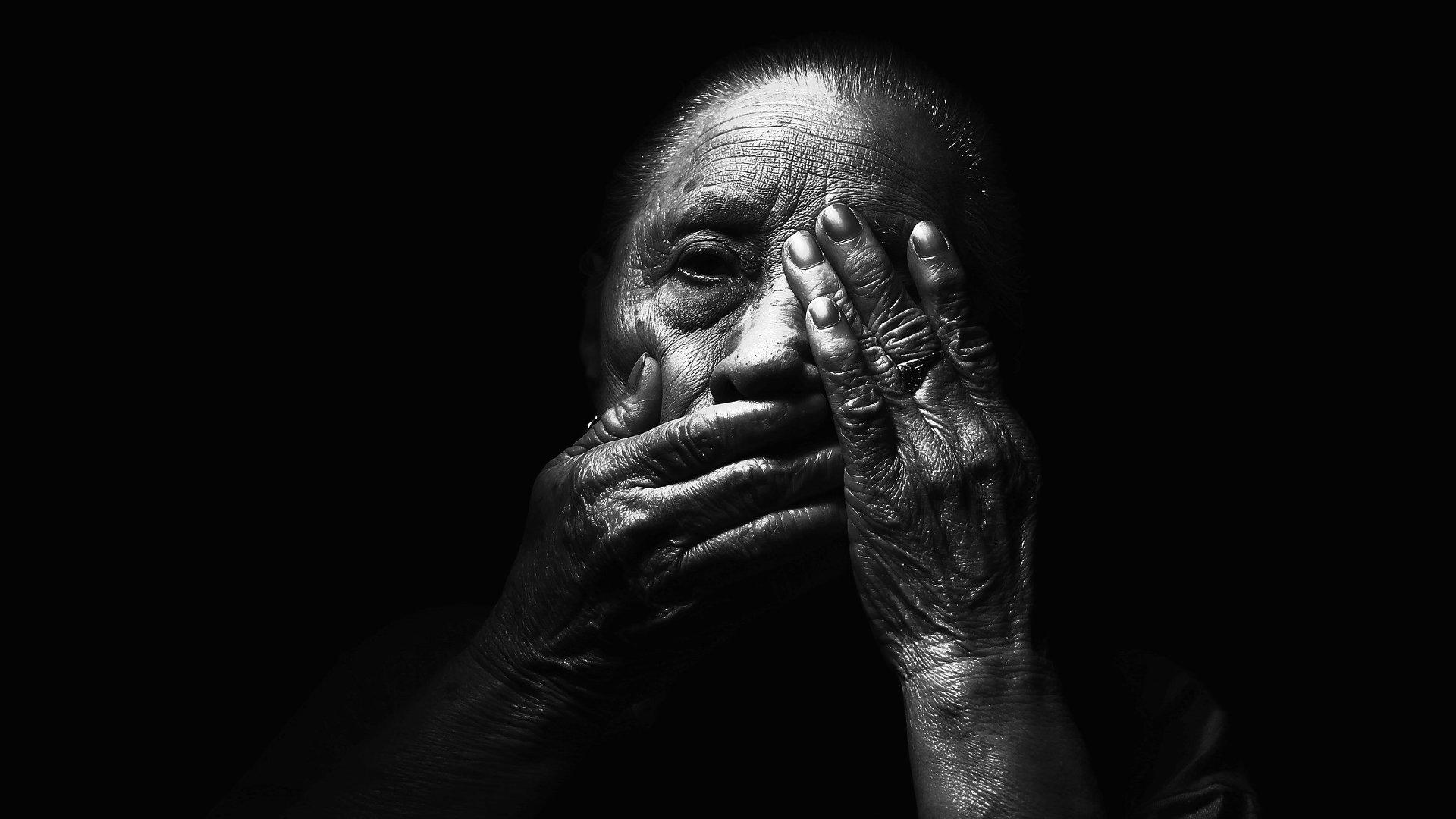 Dark Hands Aged Face Blur Adult Old Model Light